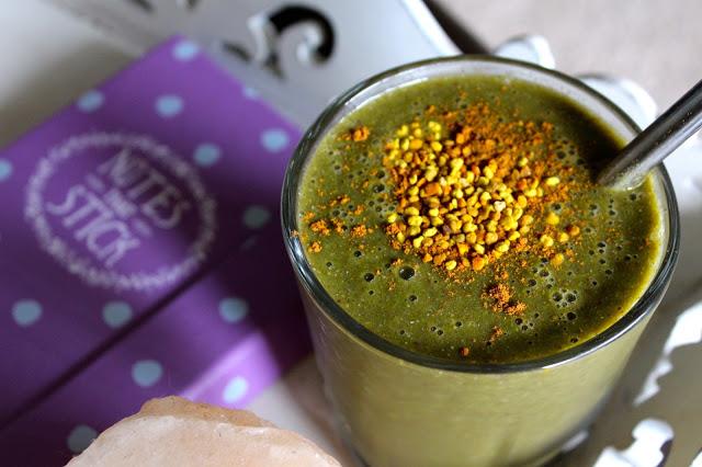 green smoothie with bee pollen vihersmoothie siitepoly